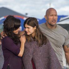 San Andreas: Dwayne Johnson, Alexandra Daddario e Carla Gugino in una scena del disaster movie