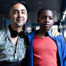 La vie en grand: il regista Mathieu Vadepied con il giovane Balamine Guirassy sul set