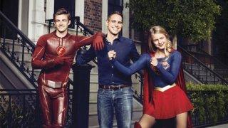 Grant Gustin, Greg Berlanti e Melissa Benoist in posa per Variety