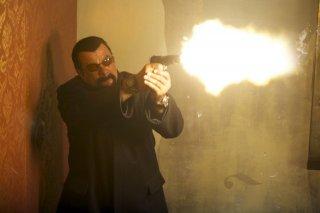 Absolution: Steven Seagal in una scena d'azione