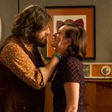 Mad Men: Jay R. Ferfuson ed Elisabeth Moss in Person to Person