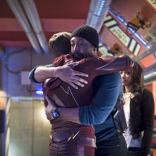 The Flash: gli attori Grant Gustin e Jesse L. Martin nell'episodio Fast Enough