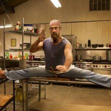 Wet Hot American Summer: First Day of Camp - Christopher Meloni in una scena della serie