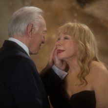 Christopher Plummer e Shirley MacLaine in una scena di Elsa & Fred