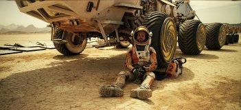 Sopravvissuto - The Martian: Matt Damon accasciato alla sua navetta spaziale