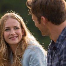 La risposta è nelle stelle: Britt Robertson sorridente in una scena del film