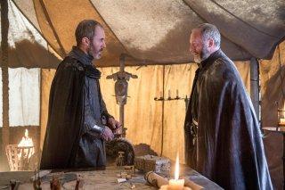 Il trono di spade: Liam Cunningham e Stephen Dillane nell'episodio The Gift