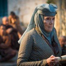 Il trono di spade: l'attrice Diana Rigg in una scena dell'episodio The Gift