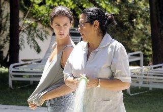 È arrivata mia figlia: Regina Casé con Camila Márdila in una scena del film