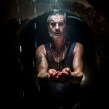 Wolf Creek 2 - La preda sei tu: John Jarratt nel ruolo del serial killer in una scena dell'horror