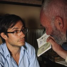 Rosewater: Gael García Bernal con Kim Bodnia in una scena del film