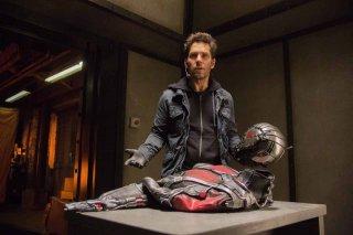 Ant-Man: Paul Rudd di fronte alla tuta di Ant-Man