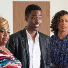 Chris Rock, Rosario Dawson e Sherri Shepherd in una scena di Top Five