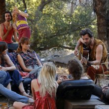 Aquarius: Emma Dumont e Gethin Anthony in una scena della puntata Everybody's Been Burned