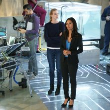 Stitchers: Emma Istha e Salli Richardson-Whitfield in A Stitch in Time