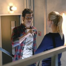 Stitchers:  Kyle Harris, ed Emma Ishta in una scena della première intitolata A Stitch in Time