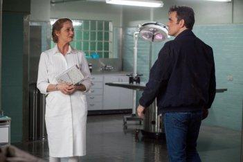 Wayward Pines: Melissa Leo e Matt Dillon in un'immagine tratta dal secondo episodio