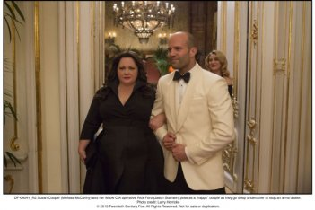 Spy: Jason Statham e Melissa McCarthy in una scena