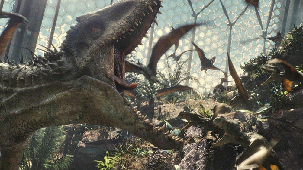 Jurassic World: dinosauri in azione in una scena del film