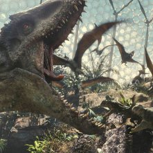 Jurassic World: dinosauri in azione in una scena del film