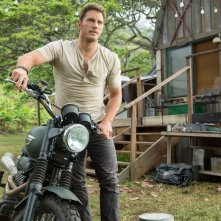 Jurassic World: Chris Pratt in moto nel parco