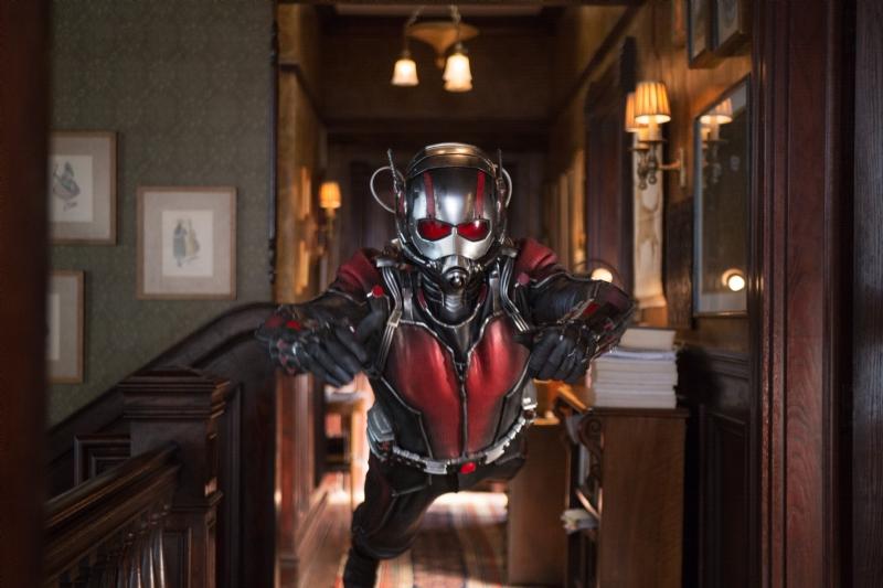 Ant-Man: Paul Rudd sfoderà i suoi fantastici poteri in una nuova immagine