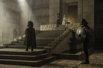 Il trono di spade: Peter Dinklage ed Emilia Clarke in Aspra dimora