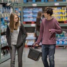 Città di carta: Cara Delevingne e Nat Wolff al supermercato