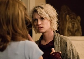 Halt and Catch Fire: Kerry Bishé e Mackenzie Davis nella puntata SETI