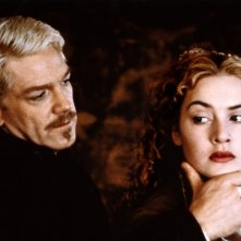 Hamlet: Kenneth Branagh e Kate Winslet in una scena del film