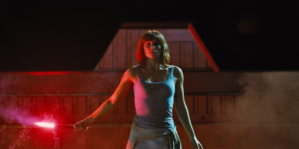 Jurassic World: Bryce Dallas Howard in una scena del film