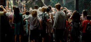 Jurassic World: La folla assiepata per ammirare il T-Rex