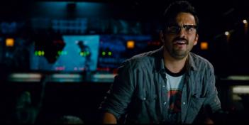 Jurassic World: Jake M. Johnson con la maglietta del primo parco/film