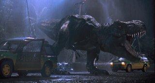 Jurassic Park: il T-Rex in azione sotto la pioggia