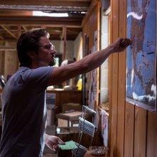 La regola del gioco: Jeremy Renner al lavoro sul materiale che ha raccolto