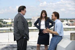 La regola del gioco: Jeremy Renner con Oliver Platt e Mary Elizabeth Winstead in una scena