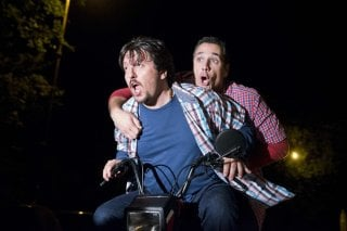Torno indietro e cambio vita: corsa sfrenata in motorino per Ricky Memphis e Raoul Bova