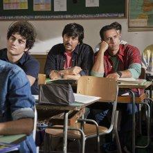 Torno indietro e cambio vita: Ricky Memphis tra i banchi di scuola con Raoul Bova in un'immagine del film