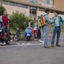 Torno indietro e cambio vita: Ricky Memphis e Raoul Bova tornati ai tempi della scuola in una scena del film