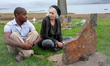 Sense8: Aml Ameen e Tuppence Middleton in un'immagine tratta dalla serie