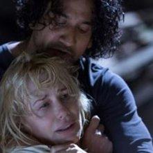 Sense8: Naveen Andrews e Daryl Hannah in un'immagine tratta dal primo episodio