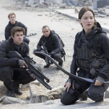 Hunger Games: Il canto della rivolta - Parte 2: Jennifer Lawrence, Liam Hemsworth, Sam Claflin ed Evan Ross in un'immagine del film