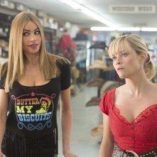 Fuga in tacchi a spillo: Reese Whiterspoon in una scena con Sofía Vergara