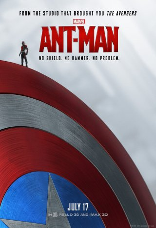 Ant-Man: la locandina del film in cui il protagonista è sullo scudo di Captain America