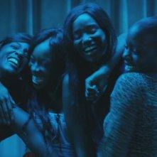 Diamante nero: le quattro protagoniste del film in un'immagine festosa