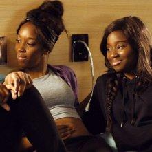 Diamante nero: Karidja Touré con Assa Sylla, Lindsay Karamoh e Marietou Touré in un momento del film drammatico