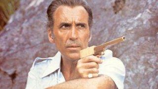 CHirstopher Lee in Agente 007 - L'uomo dalla pistola d'oro