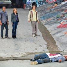 Fear the Walking Dead: tre dei protagonisti della serie in un'immagine del pilot