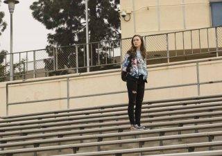 Fear the Walking Dead: Alycia Debnam Carey in un'immagine del primo episodio