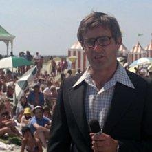 Peter Benchley, l'autore de Lo Squalo durante la sua apparizione nel film